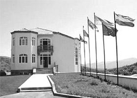 """Здание Национального собрания НКР Здание гостиницы """"Армения""""  (самой крупной в НКР) на фотографии Здание Центра  культуры НКР"""