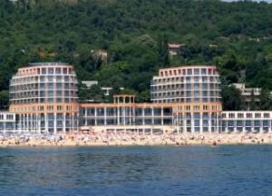 Хотел AZALIA